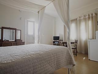 EMILIA LUXURY APARTMENTS, Megas Gialos