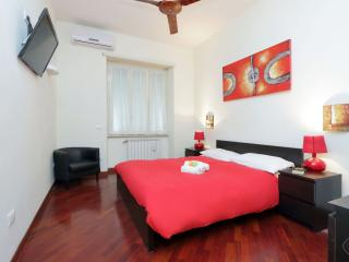 Modern SPH apartment in Appio Latino with WiFi, air conditioning & lift.
