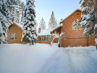 Tyrol Time - 4 BR Spacious Tahoe Donner Home with Hot Tub - Ski Lease Too!