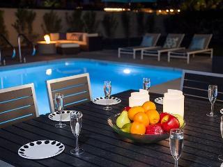 Simply Alexander~NEW RENTAL HOME TAKE 15%OFF ANY 5NT STAY THRU 2/12, Palm Springs