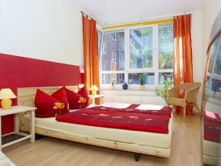 Weinert Blick apartment in Prenzlauer Berg with WiFi, balkon & lift., Berlin