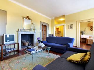 Flora Blu apartment in Santa Croce with WiFi.