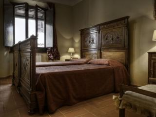 Botticelli Studio apartment in Santa Croce with WiFi & airconditioning.