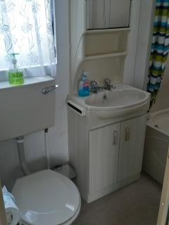 Toilet/Basin/Shower with Hip bath.