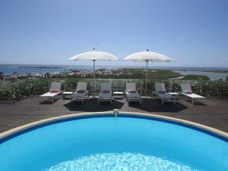 Ideal for Couples & Families, Short Walk to the Beach & Restaurants, Private Pool, Orient Bay
