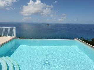Manon - Ideal for Couples and Families, Beautiful Pool and Beach