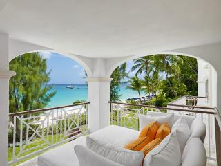 Beachfront 4 bedroom apartment of luxury