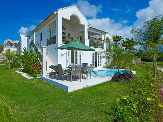 Golf Villa for Couples & Groups, Plunge Pool, Beach Club Access, Sea Views!, The Garden
