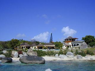 Sol Y Sombra - Ideal for Couples and Families, Beautiful Pool and Beach