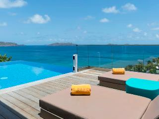 Upside - Ideal for Couples and Families, Beautiful Pool and Beach