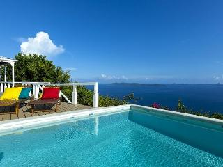 Toa Toa House - Ideal for Couples and Families, Beautiful Pool and Beach