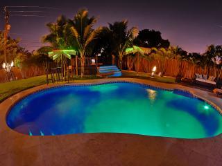5 bedroom, 5 bath luxury house Heated Pool/Hot tub