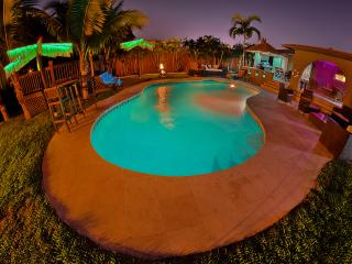 5 bedroom, 5 bath luxury house Heated Pool/Hot tub
