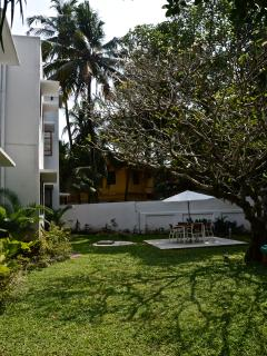 Independent bungalows, just a stroll away from the beach, with 3 bedrooms, a dining room and kitchen