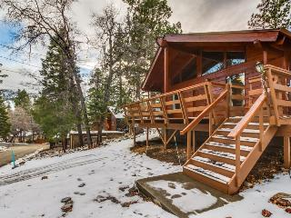 Welcoming mountain home close to skiing w/ hot tub!, Big Bear Region