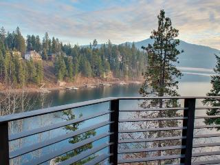 Waterfront Home On Secluded Bay With Cottage, Hayden Lake