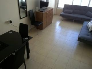 3 bedrooms luxury apt  steps away from the sea, Bat Yam