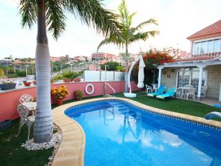 Private 3-bed villa in El Duque, Costa Adeje