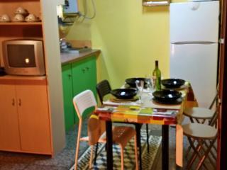 Low-cost apartment near Ramblas (Barcelona)