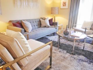Modern Plaza Condo with Luxury Linens, Kansas City