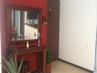 Excelente apartamento Avenida El Poblado Medellin, Medellín