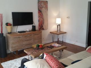 Nice! Private room 3 miles to beach., Hollywood