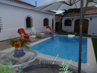 Finca la Esperanza. Sea views and heated pool.