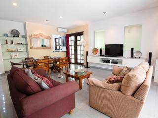 Promo 80$ Villa with Breakfast and airport pick up, Seminyak