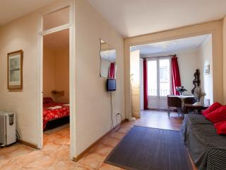 Poble Sec-1: Centrally located budget apartment