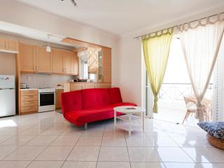 Athens  modern family apartment, 2 bedroom,WIFI,AC, Atenas