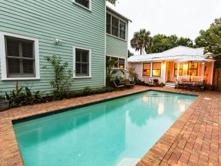 Adorable Cottage/Heated Pool in Historic Downtown!, Sint-Augustinus