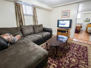 Furnished Homey 2 Br Apt Near Metro,hec,jgh,downtown, Montréal