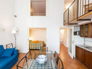 Apartment in the historical heart Three Bedrooms, Neapel