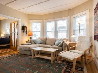 Sunny 2 Bedrooms Victorian Fully Furnished Condo, Boston