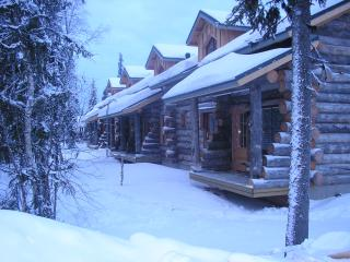 Traditional Ski Cabin in lovely forest setting, Akaslompolo