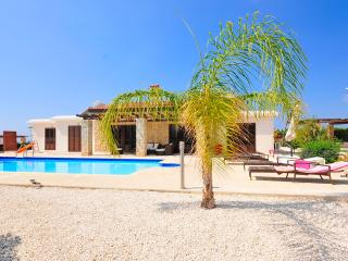 Villa With Private Pool & Sea Views - Heated Pool., Peyia