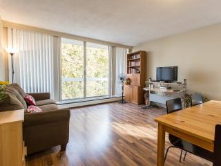 Sleeps 5 West End Vancouver on Pendrell near Davie