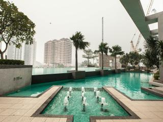 Luxury well maintained 3rm  apt on 32nd Flr Swiss Garden Residences