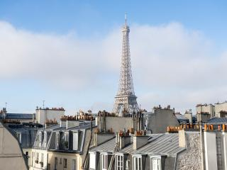 Relais Eiffel: Luminous one bedroom,4P with the view of Eiffel Tower