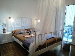 Your Home in Cultural Athens+5Min Away From City C, Kallithea