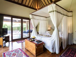 A luxurious Writer's Suite in a large estate, Ubud