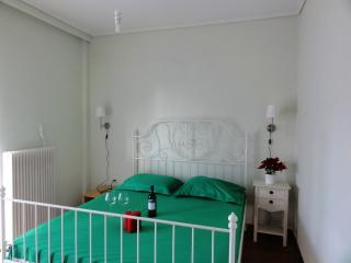 Great Rooftop Apartment in Athens - Blue&Green !!, Varkiza
