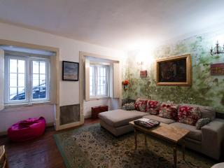 Cosy Central Flat with Patio, Lissabon