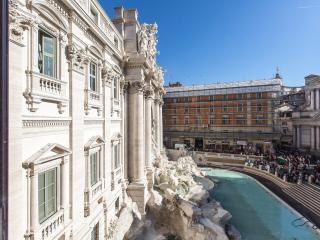 Unique, Amazing Overlooking The Trevi Fountain, Luxury Flat, Rome
