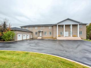 14 Bedrooms, 9 Washrooms, 5 Livings, 2 Kitchens, Balcony, 17000 Sq. Ft., 3 Acres