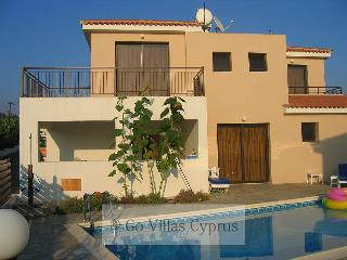 Comfortable 3BR villa on the seafront, wifi, Kissonerga