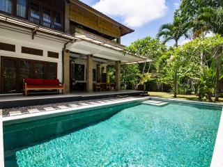 Villa Agape - Lush Spacious Seminyak Abode