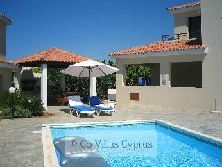 Nice 3BR Villa,walking distance to beach,pool,wifi