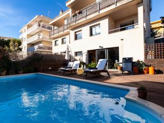 SITGES B&B WITH OWN PRIVATE POOL & LARGE LOUNGE