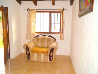 Lovely & Cozy 2 Bedroom Cabin: Nature but in town!, San Cristobal de las Casas